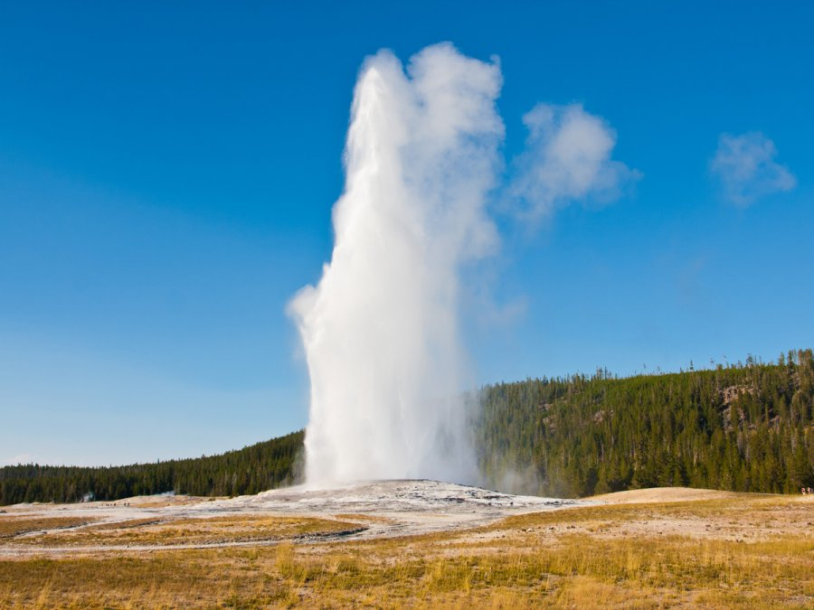 Old Faithful – Geyser in Yellowstone National Park