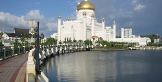 All about Brunei for Kids - the Sultan Omar Ali Saifuddien Mosque in Brunei
