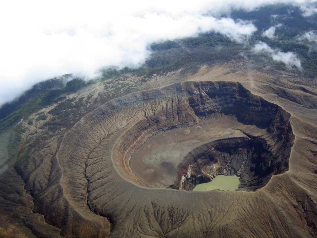 All about El Salvador Fun Earth Science Facts for Kids - Image of the Santa Ana Volcano in El Salvador