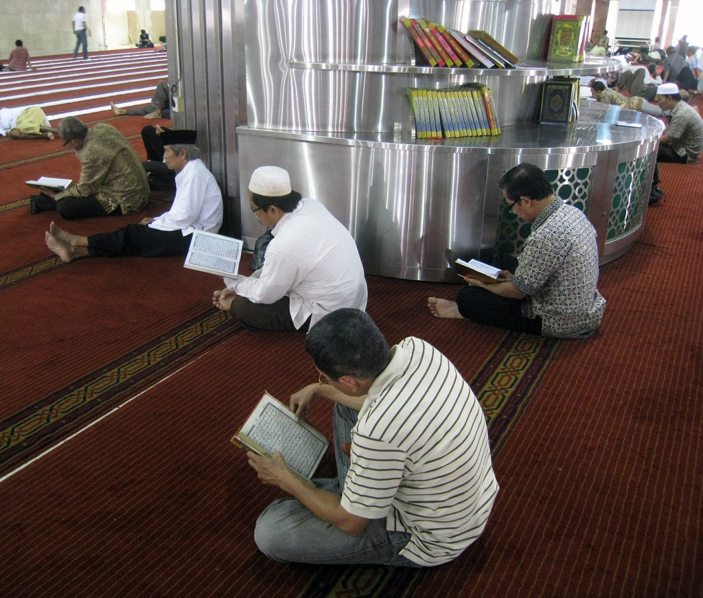 All about Indonesia for Kids - Image of the Muslims in Indonesia