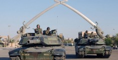 All about Iraq for Kids - US Tanks in the Monument at Baghdad's Ceremony Square on November 2003