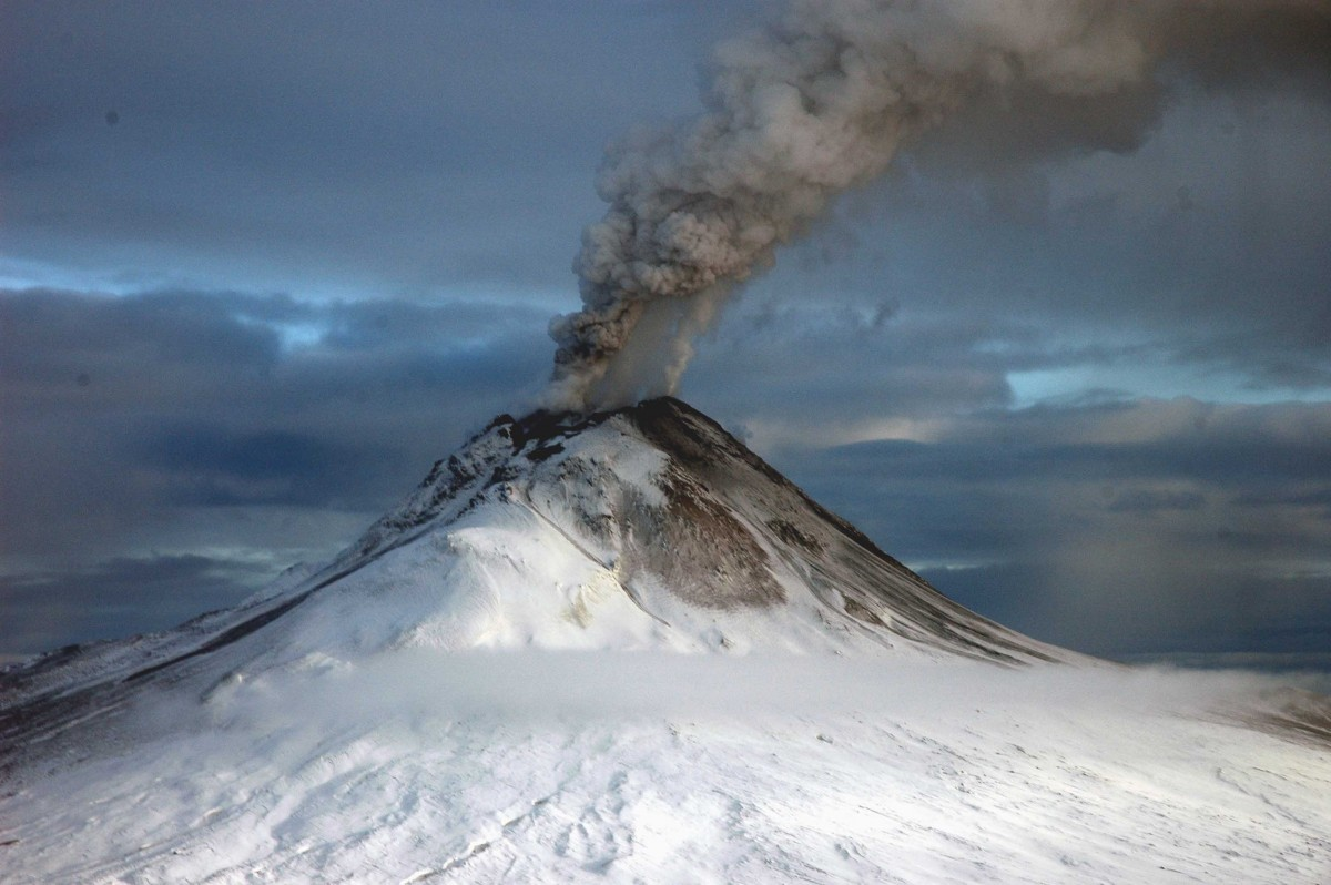 All About Volcanoes Fun Facts for Kids - Image of the Augustine Volcano - Volcanoes Quiz