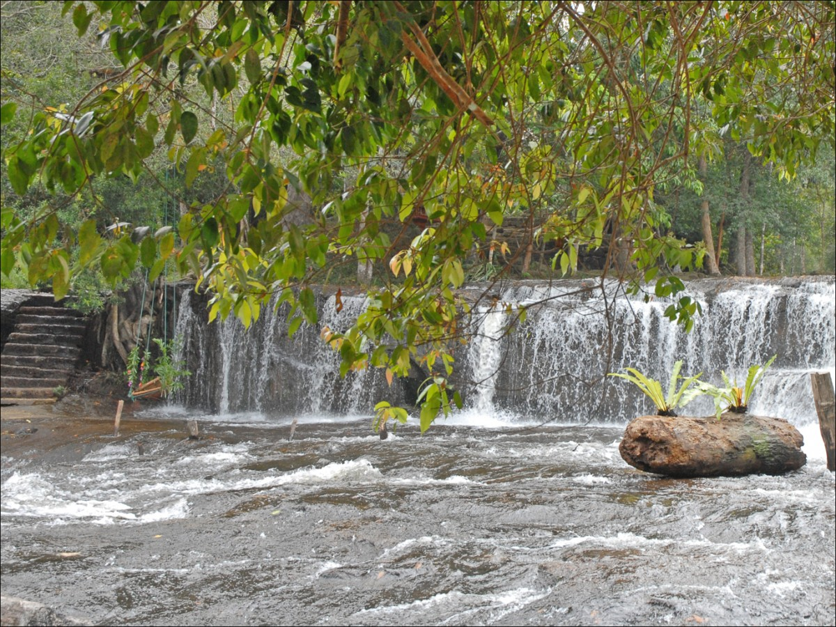 Earth Science Fun Facts for Kids on Cambodia - Image of a Waterfall in Cambodia - Cambodia Quiz