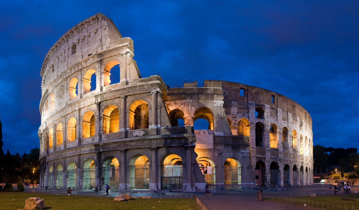 Earth Science Fun Facts for Kids on Italy - Image of the Colosseum in Rome Italy