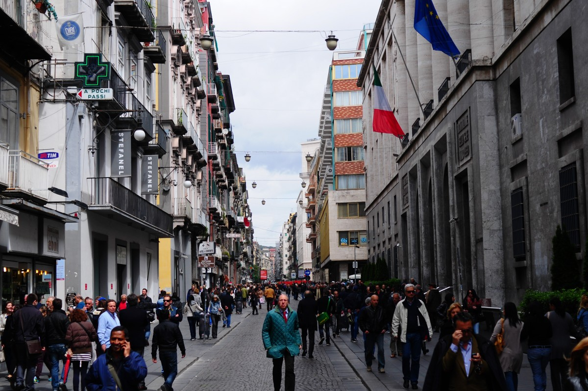 Easy Kids Science Facts on Italy - Image of the Streets of Naples in Campania Italy - Italy Quiz