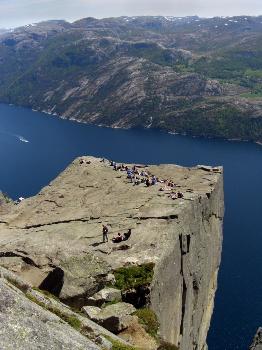 Easy Kids Science Facts on Norway - Image of the Pulpit Rock in Norway
