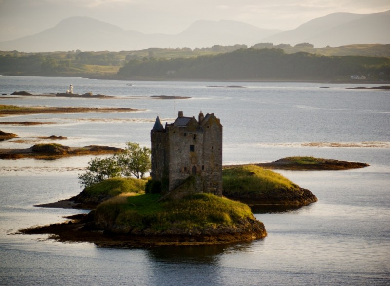 Easy Science for Kids on British Isles - Image of the Castle Stalker in British Isles - British Isles Quiz