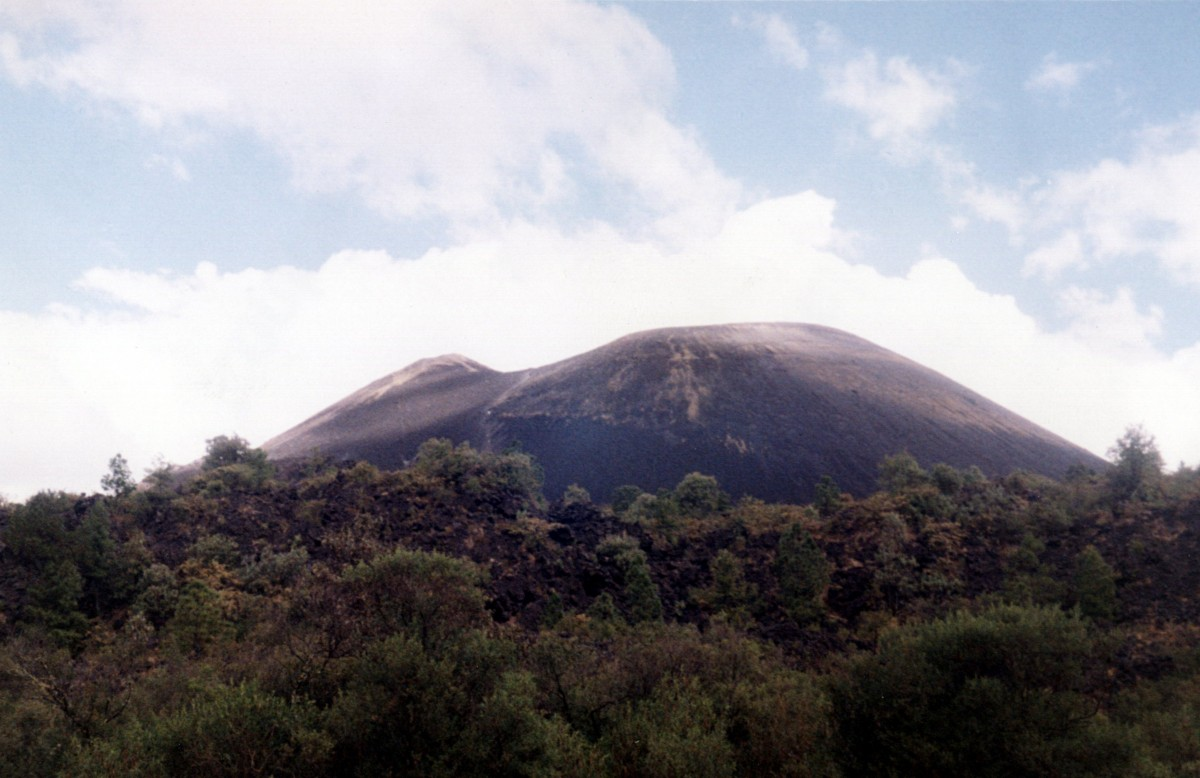 Fun Earth Science Paricutin Quiz - Image of the Paricutin Peak