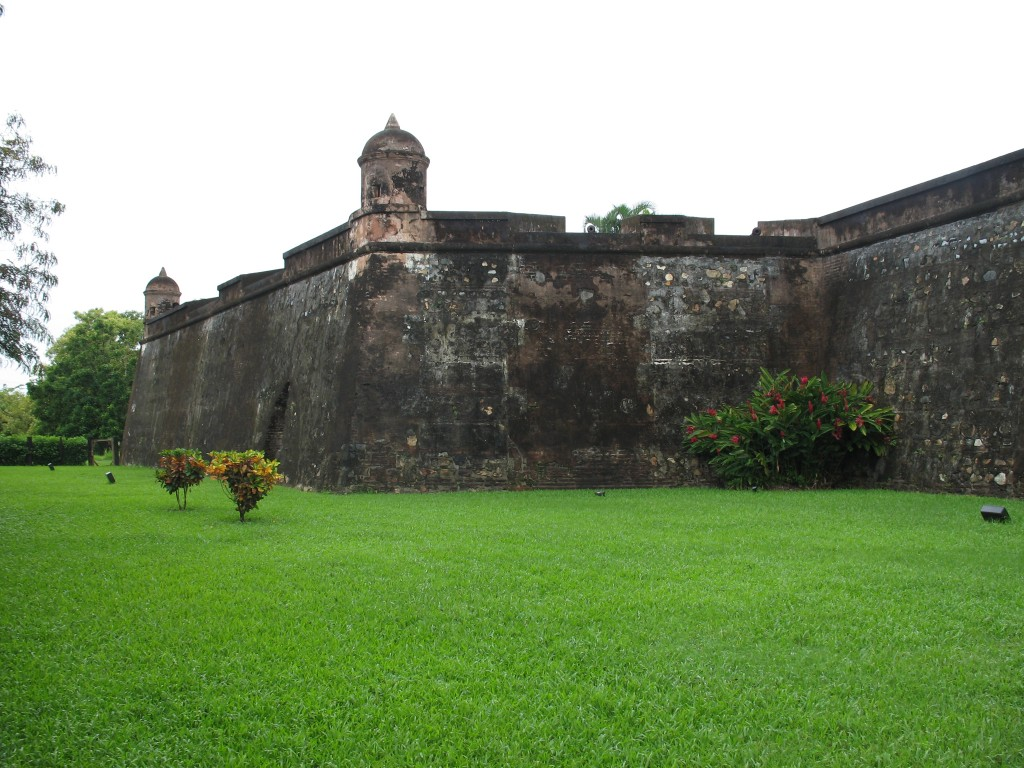Geography Fun Facts for Kids on Honduras - Image of the Exterior Fuerte de Omoa in Honduras