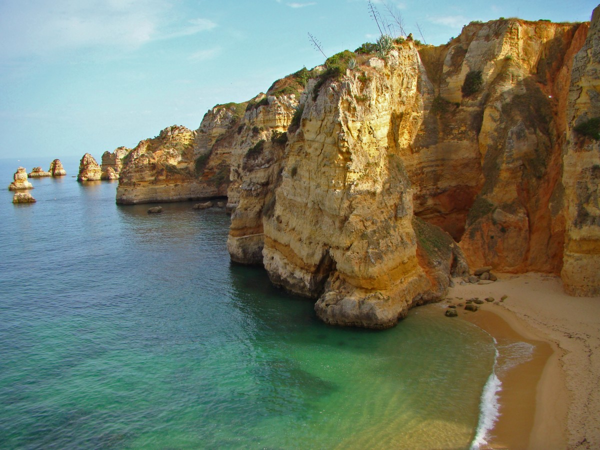 Simple Science for Kids on Portugal - Image of Dona Ana Beach in Lagos Portugal
