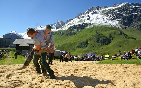Simple Science for Kids on Traditional Swiss Sports - a Picture of a Schwingen Competition