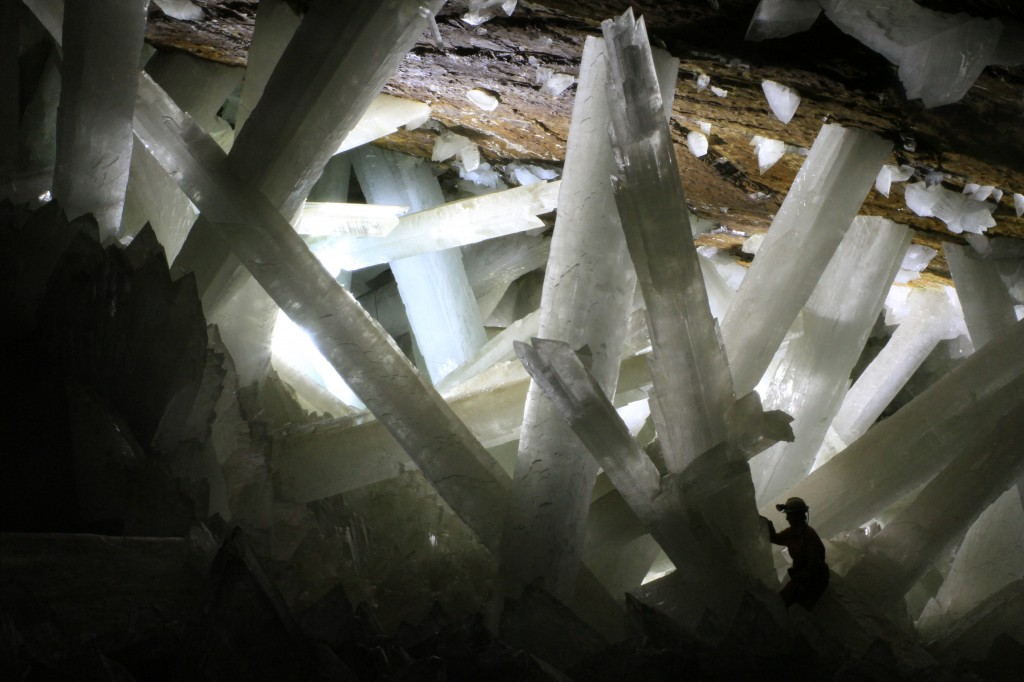 All about the Natural Wonders of the World for Kids - Image of the Cave of Crystals in Mexico