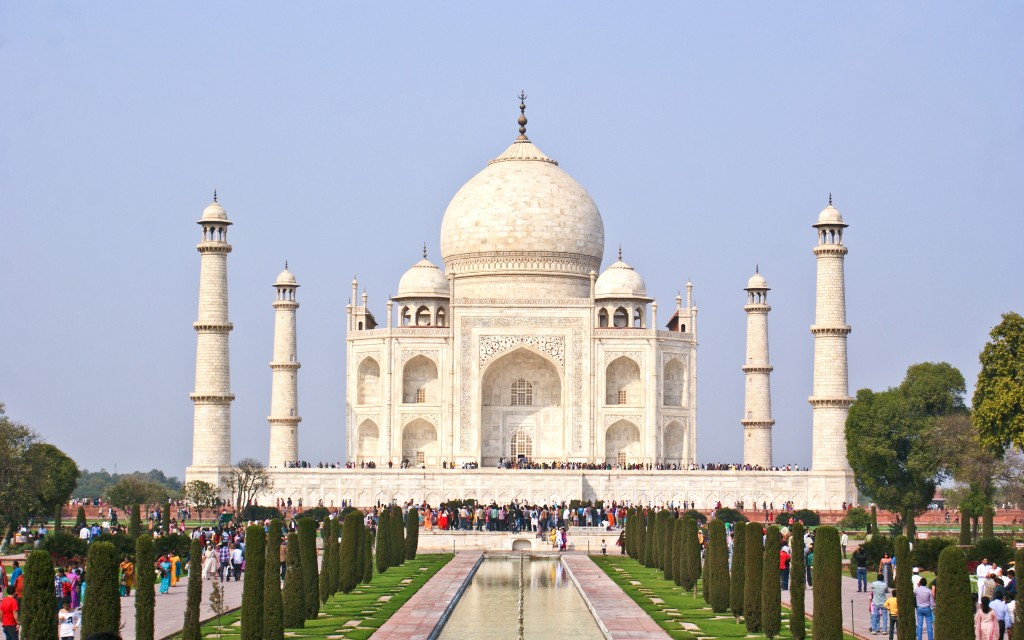 Earth Science Fun Facts for Kids on the Man-made Wonders of the World - Image of the Taj Mahal in India
