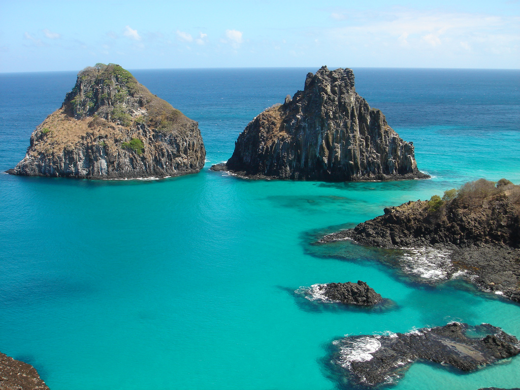 Easy Earth Science for Kids all about the Natural Wonders of the World - Image of the Fernando de Noronha in Brazil